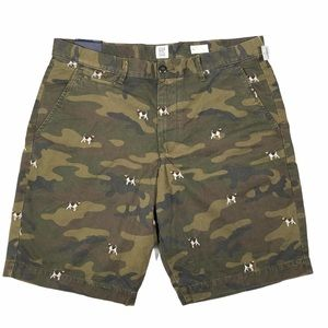 Gap Camo shorts with dog embroidery